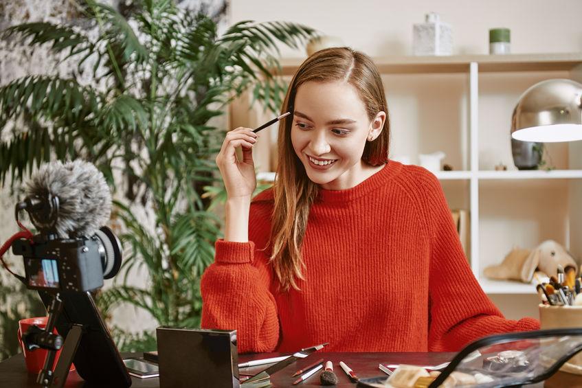 El live-streaming e-commerce en el sector de la cosmética permite presentar productos salvando la distancia física
